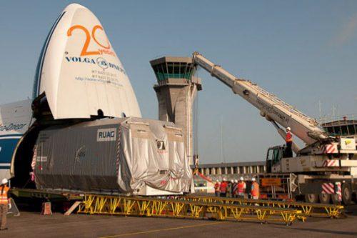 Arabsat-5C on transport