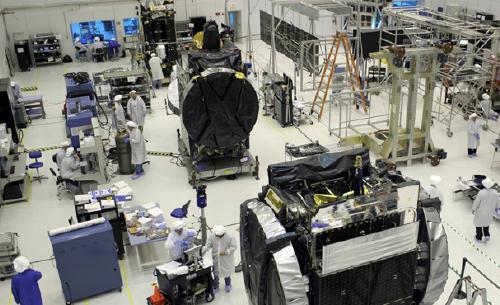 Thaicom-8 satellite under contruction2