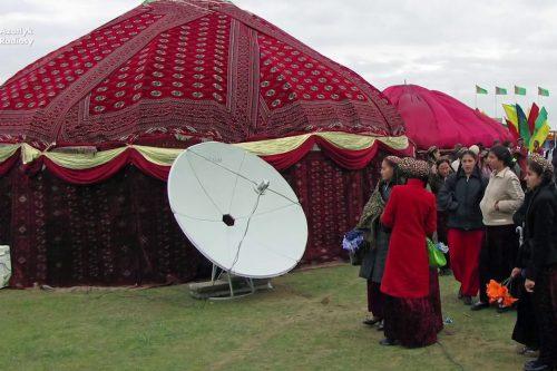 VSAT dish pointed to TürkmenÄlem satellite