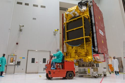 EUTELSAT 172B to the S5A hall of the spacesport's state of the art satellite preparation facility (Kourou, French Guiana)