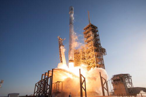 Falcon 9 lift off