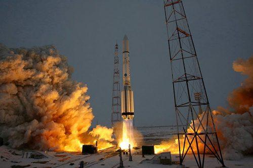 Proton M rocket launching Eutelsat 7B