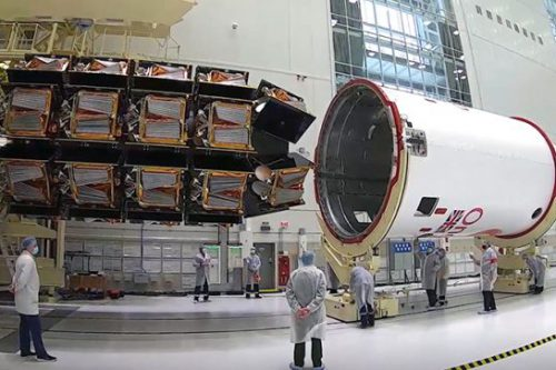 Soyuz' Fregat upper stage and the dispenser with 36 OneWeb satellites