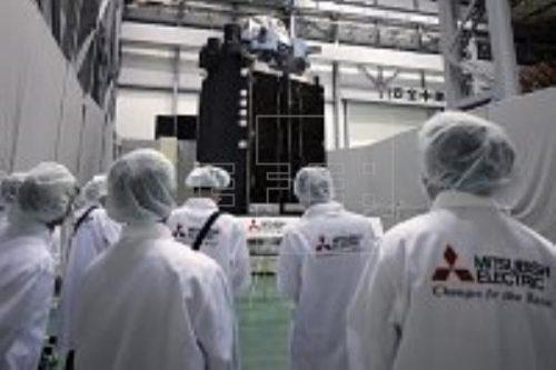 Superbird-7 satellite under construction