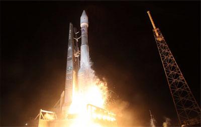 Atlas V rocket lifts off