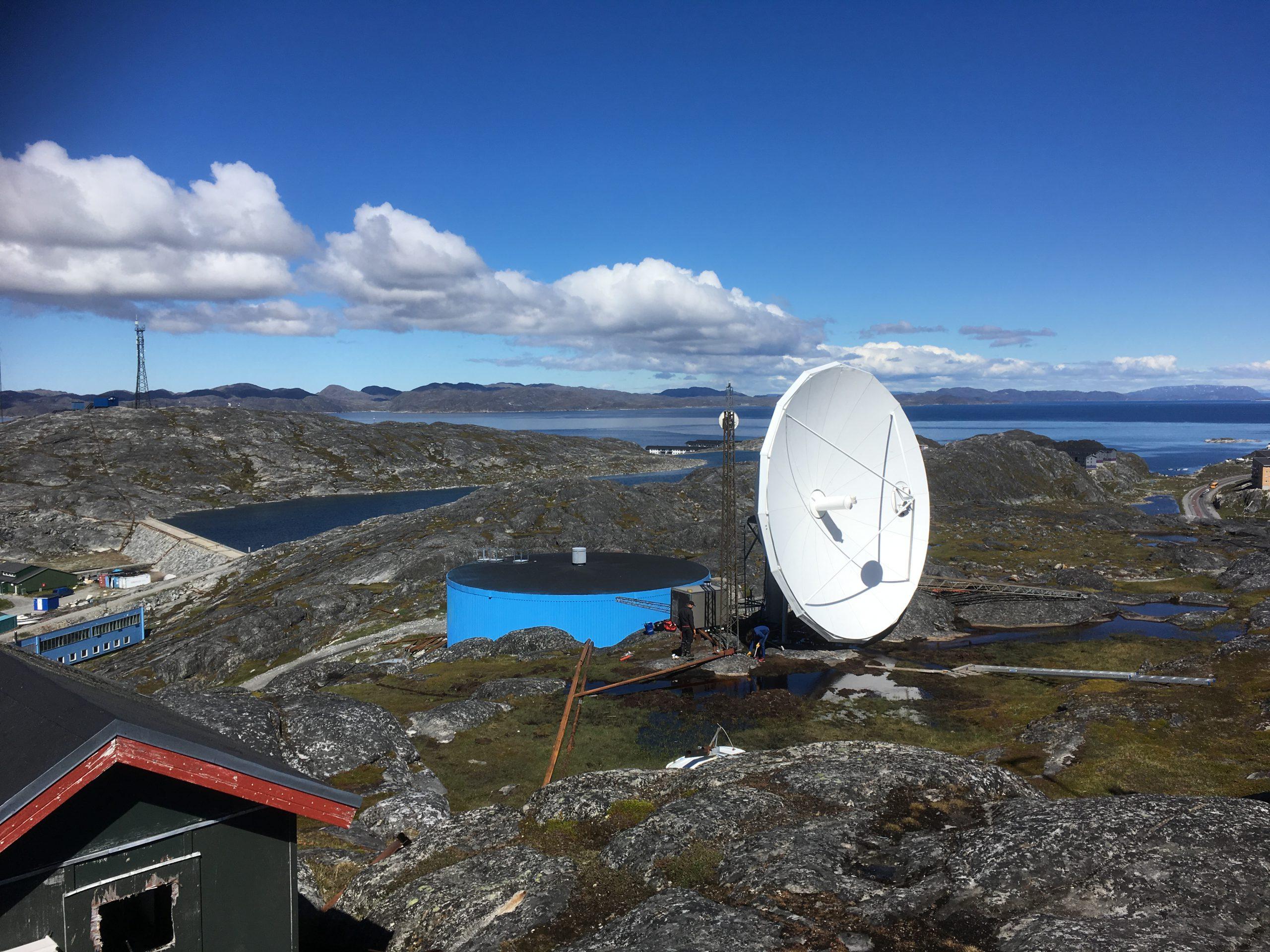 Vertex 9m antenna installed in Nuuk, Greenland