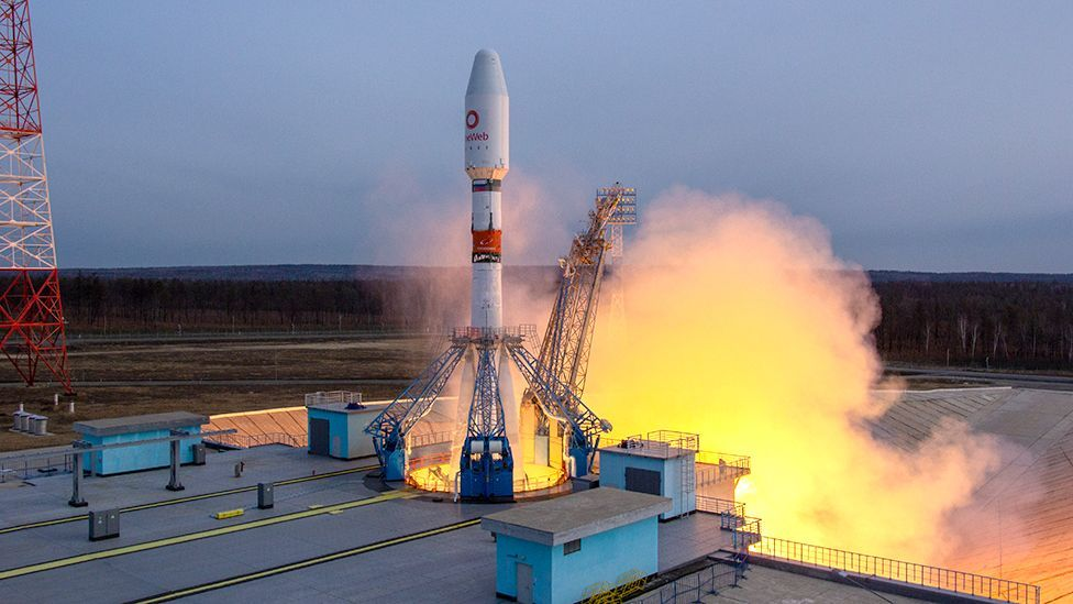 Soyuz launching OneWeb satellites