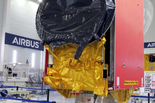 Eutelsat QUANTUM in cleanroom